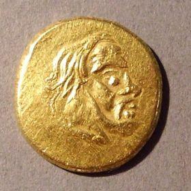 Золотая античная монета