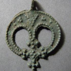 Лунницы с крестом